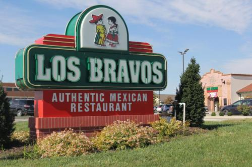 Exterior Signage | Custom Signs | Restaurant Sign | Monument Sign| LED Illuminated Signage | Neon Sign